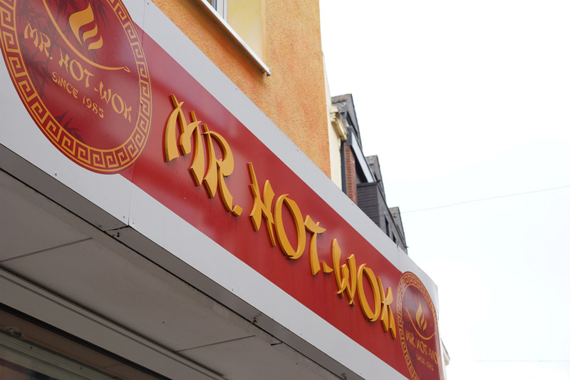 Mr. Hot-Wok Iserlohn außen Filiale Logo